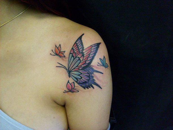 Tatuagem-Delicada-No-Ombro-e-no-Pescoço