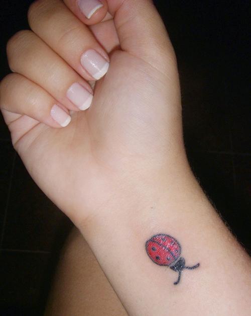 Tatuagem-feminina-de-joaninhas