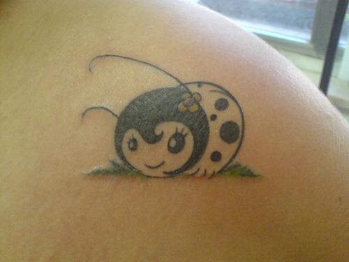tattoo-joaninha-modelo