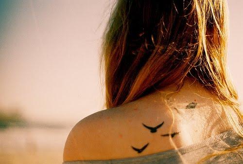 tatuagem-de-passaros-nas-costas