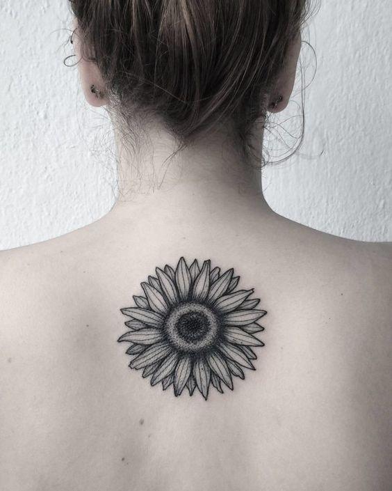 tatuagem feminina costas 3