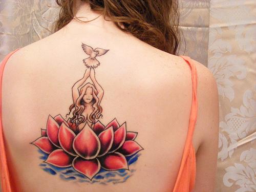 tatuagem-feminina-de-fada-nas-costas