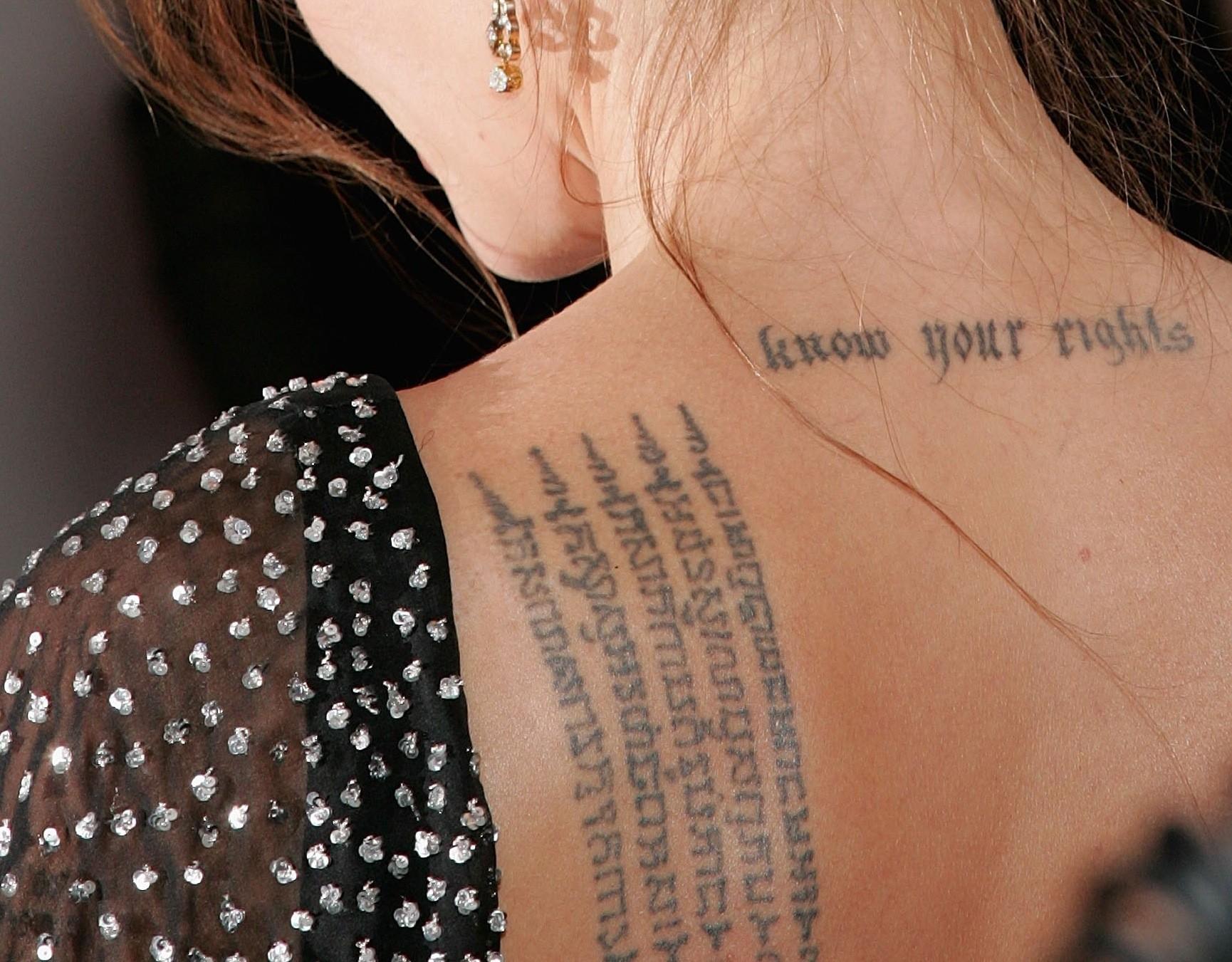 tatuagem-feminina-escrita-celebridade