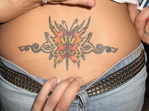 tatuagem-feminina-no-coccix