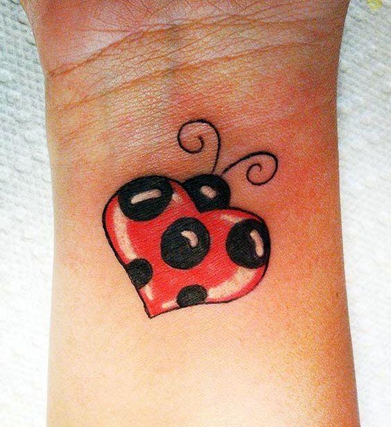 tatuagem joaninha coracao