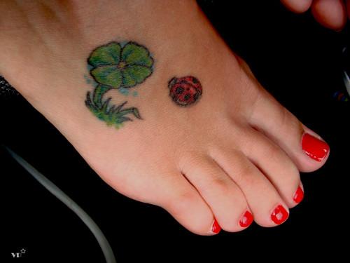tatuagem-joaninha-no-pe