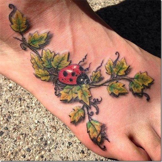 tatuagem joaninha pe