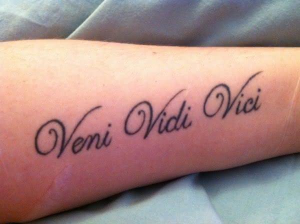 tatuagem latim feminina