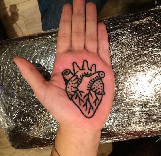 tatuagem palma mão linha coracao