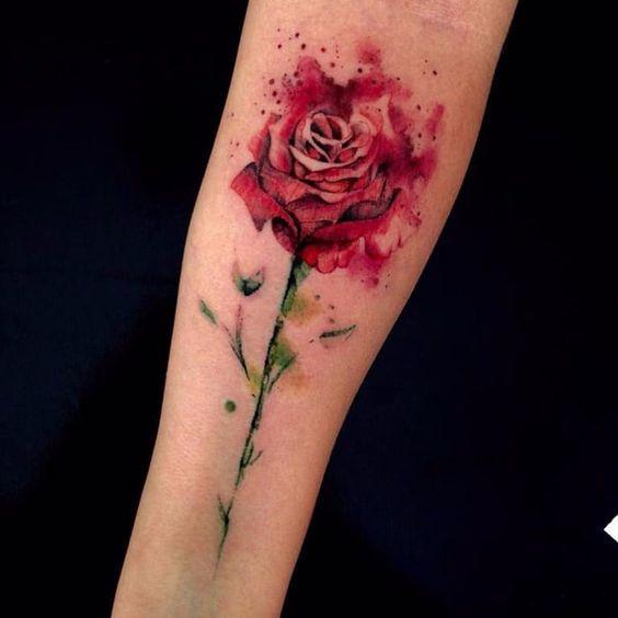 tatuagem rosa aquarela