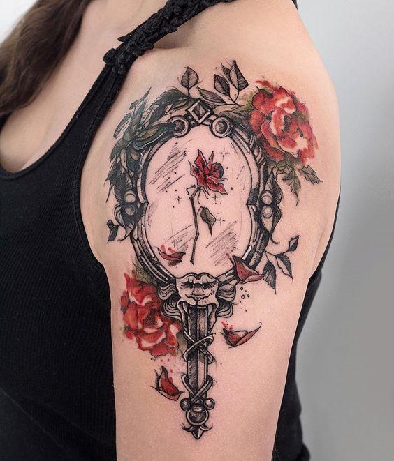 tatuagem rosa bela fera
