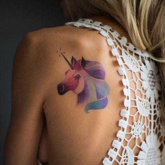 tatuagens costas animais unicornio