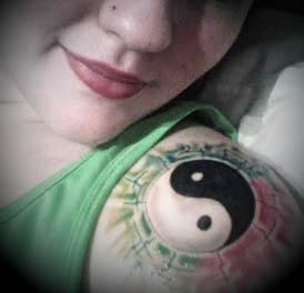 tatuagens-femininas-yin-yang-ombro