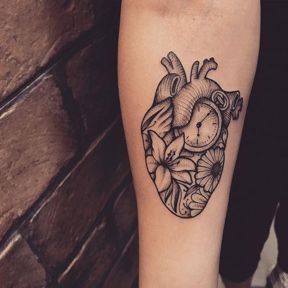 tatuagens relogios coracao